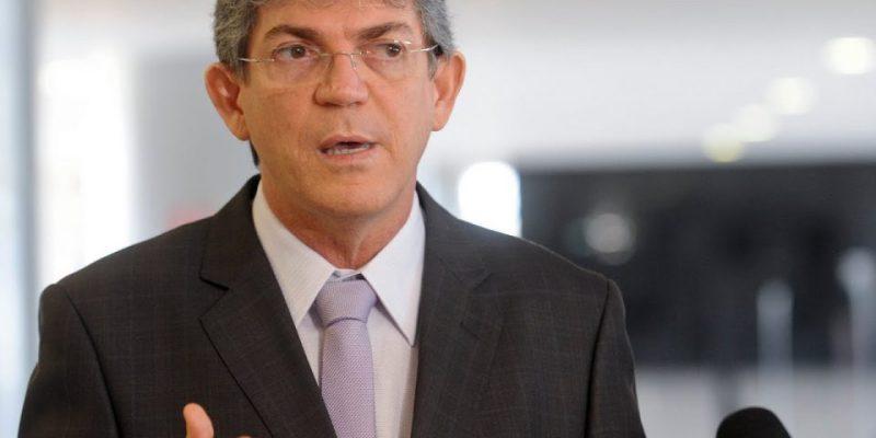 Após reunião com APLP, RC diz que vai realizar concurso para professores e critica Cartaxo