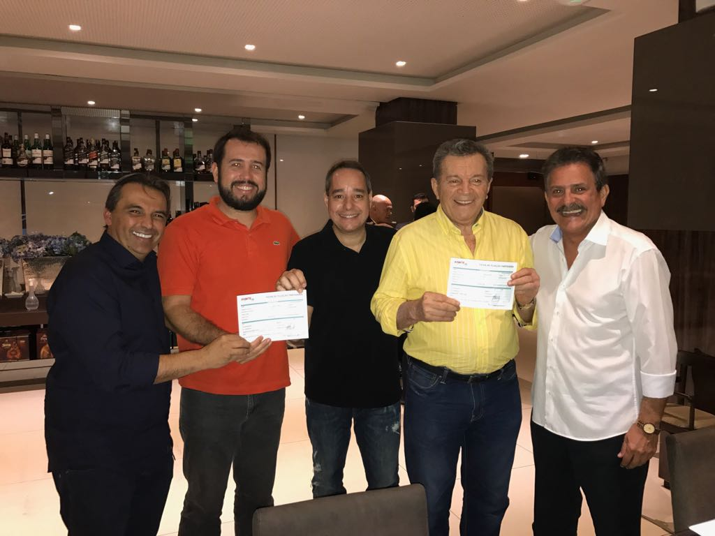 Avante filia várias lideranças da Paraíba durante jantar