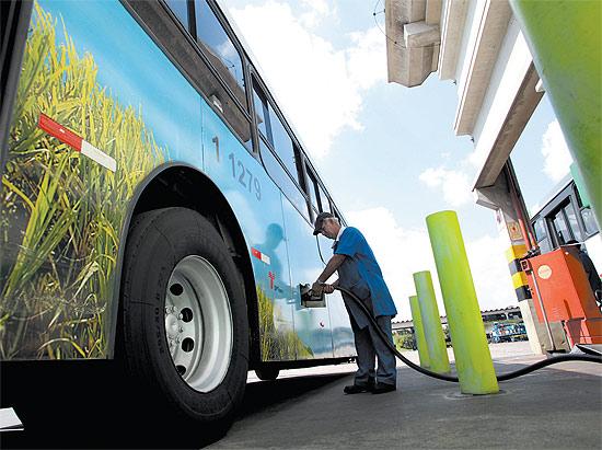 abastecendo onibus diesel