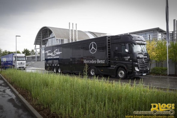 Mercedes-Benz Actros MP4 - DTM Mercedes AMG (1)