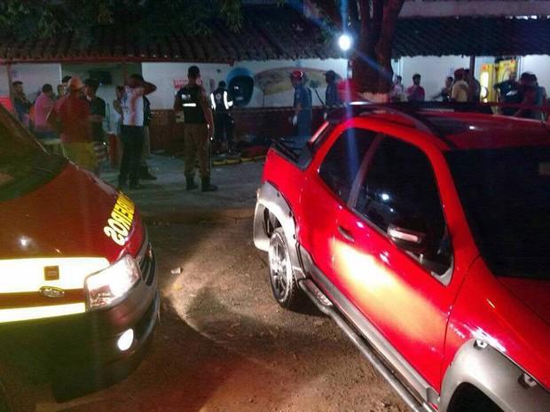 FOTOS IMAGENS-Grupo morre após ser atropelado em calçada em Rodeiro, MG