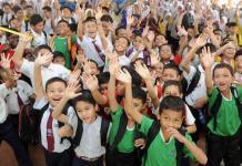 Wajah Bahagia Para Murid di Hari Pertama Sekolah