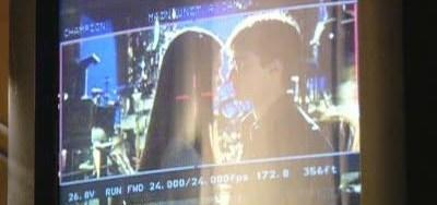 Bonnie Wright besa a Daniel Radcliffe