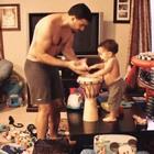 Timelapse de uma tarde de brincadeiras de um pai e seu bebê