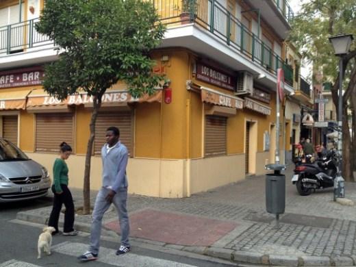 Bar Los Balcones (Cerro del Águila), frente a la parroquia. Está cerrado. .