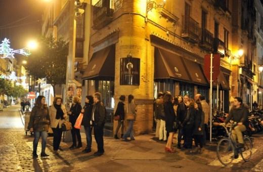 Zona de movida del Arenal. Calle Arfe y aleda¿as  Fotos de bares y gente bebiendo en la calle y tal