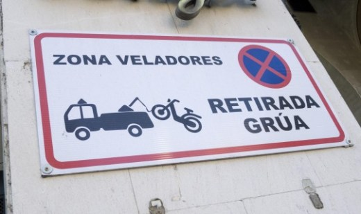 ZONA DE VELADORES, RETIRADA GRÚA