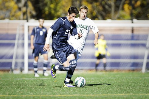 Midfielder Sam Summerlin dribbles down the field in GW's 2-0 loss to George Mason on Sunday. Cameron Lancaster | Contributing Photo Editor