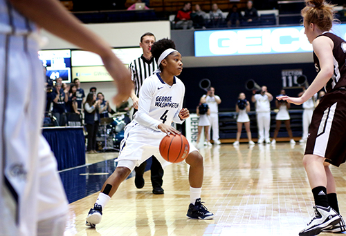Senior guard Lauren Chase was one of four Colonials to score in double figures in GW's win over VCU Wednesday. Chase scored eight of her 10 points in the second half of the 65-57 victory. Desiree Halpern | Contributing Photo Editor