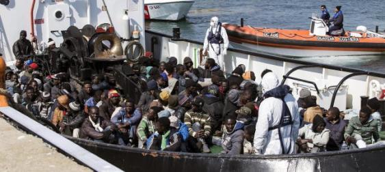 El último naufragio en las costas italianas me recuerda al abuso y acoso que pasan los estudiantes. Foto tomada de diarioinformacion.com