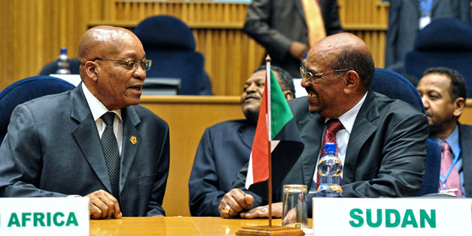 South African President Jacob Zuma shares a laugh with Sudanese President Omar al-Bashir (Photo: Ntswe Mkoena / EPA)