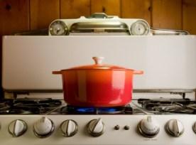 cast.iron_.pot_.on_.stove_.istock