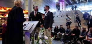 Gay couples take their wedding vows in Washington