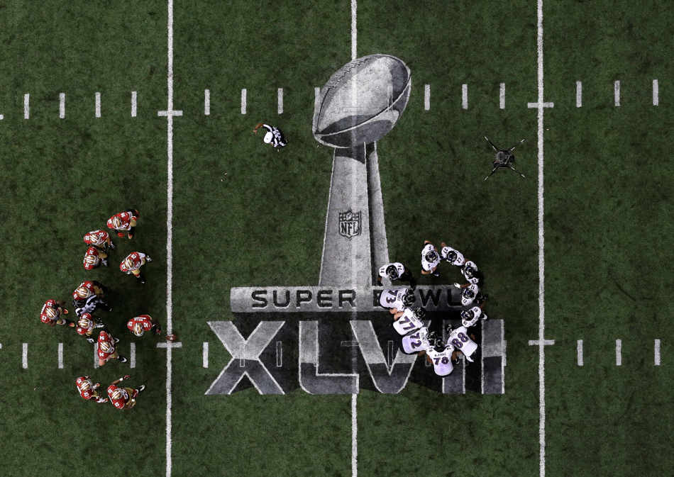 The San Francisco 49ers and the Baltimore Ravens huddle during the second half of the NFL Super Bowl XLVII football game Sunday, Feb. 3, 2013, in New Orleans. (AP Photo/Tim Donnelly)