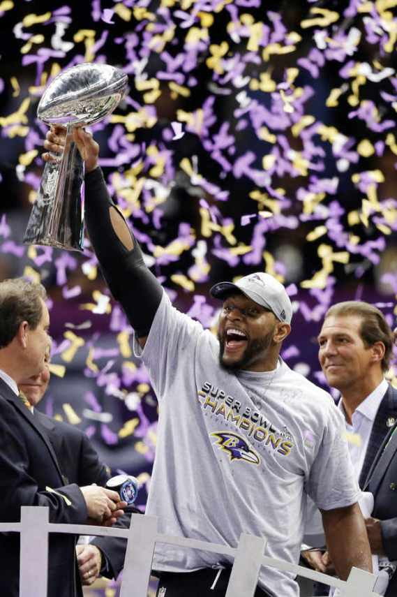 Baltimore Ravens linebacker Ray Lewis (52) holds up the Vince Lombardi Trophy after defeating the San Francisco 49ers 34-31 in the NFL Super Bowl XLVII football game, Sunday, Feb. 3, 2013, in New Orleans. Ravens owner Stephen J. Bisciotti, rear right, looks on. (AP Photo/Marcio Sanchez)