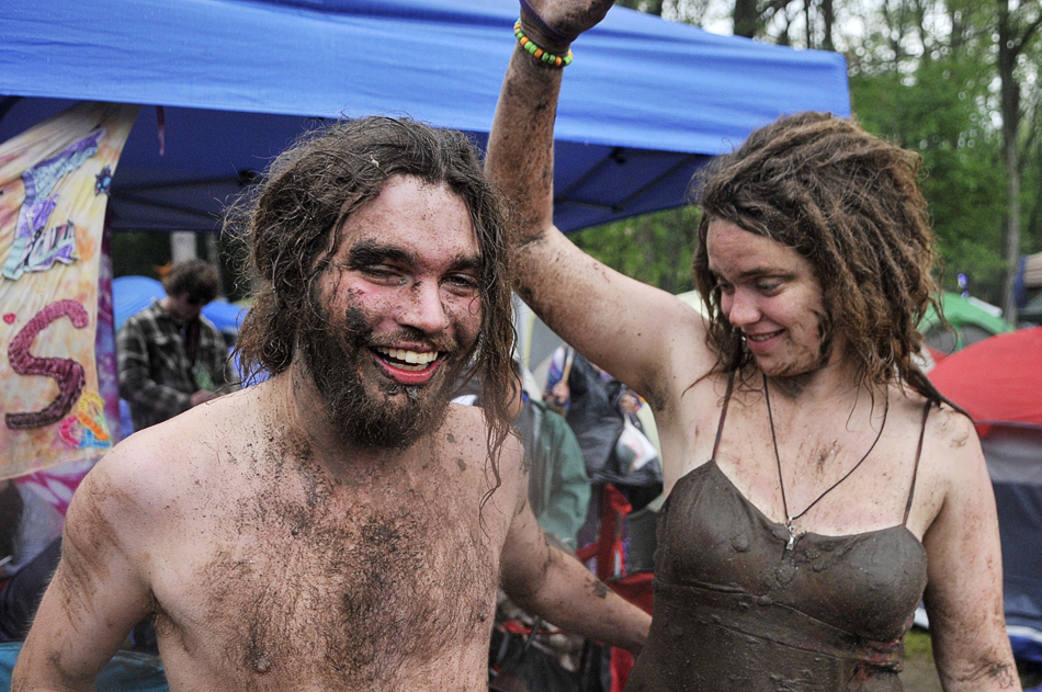 NICK SCHNELLE/JOURNAL STAR  Festivalgoers embrace the rainy weather on Sunday at Summer Camp in Chillicothe.