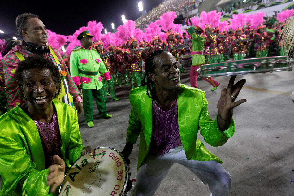 Musicians from the Mangueira samba school perform during carnival celebrations at the Sambadrome in Rio de Janeiro, Brazil, Monday, March 3, 2014. (AP Photo/Silvia Izquierdo)