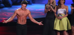 "Zac Efron accepts the award for best shirtless performance for ""That Awkward Moment"" on stage at the MTV Movie Awards on Sunday, April 13, 2014, at Nokia Theatre in Los Angeles. (Photo by Matt Sayles/Invision/AP)"