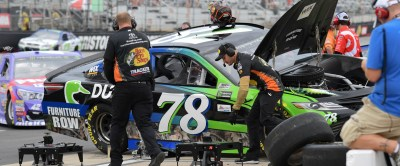 SportsBlog :: All Things Racing :: Just How Does a NASCAR Pit Crew Work?