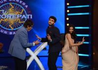 Deepika and Arjun dancing with Amitabh Bachchan