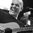 Photo du site de Devin Townsend Project ralise par Tom Couture Un nouveau titre nomm &laquo;&nbsp;Fly&nbsp;&raquo; a t interprt par Devin Townsend Project lors d&rsquo;un live au NAMM le 13...