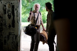 9-Walking-Dead-S3-TWD_GP_301_0508_0038