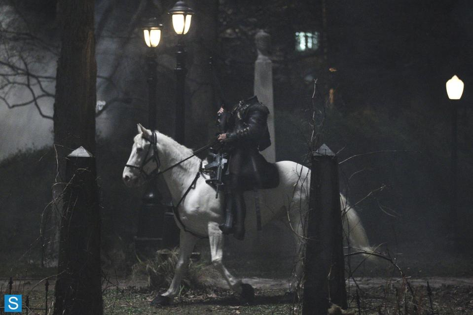 Sleepy Hollow – Episode 1.01 – Pilot – Full Set of Promotional Photos (4)_FULL