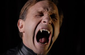 11. THOMAS KRETSCHMANN SHOWS OFF HIS FANGS AS THE LEGENDARY VAMPIRE COUNT IN ARGENTO'S DRACULA 3DIN