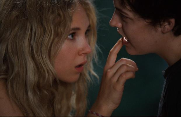 still-of-juno-temple-and-riley-keough-in-jack-and-diane-(2012)-large-picture