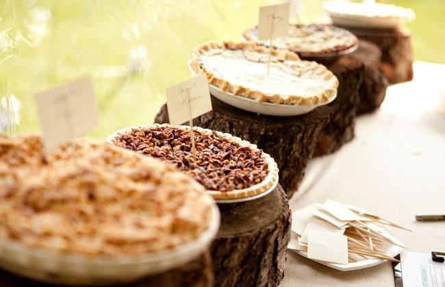 Amazing rustic pie dessert station