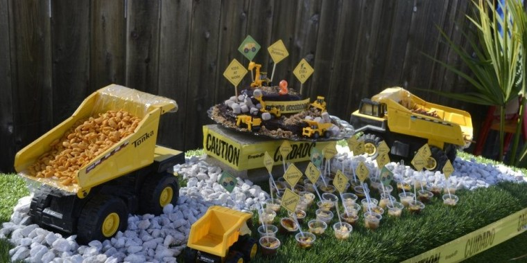 construction boys birthday party table