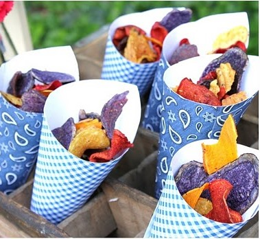 love these chip containers for a summer bbq