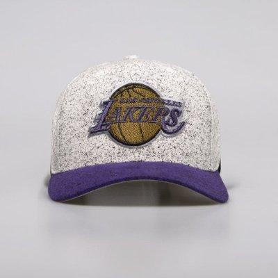 Czapka Mitchell & Ness snapback Los Angeles Lakers white / purple No Rest Snapback | Bludshop.com