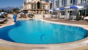 antalya yüzme havuzu konyaaltı sahilde oteller blue garden hotel (21)