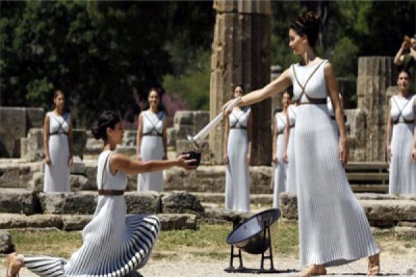 অলিম্পিক মশালের যাত্রা শুরু, বহন করবেন ১২ হাজার মানুষ