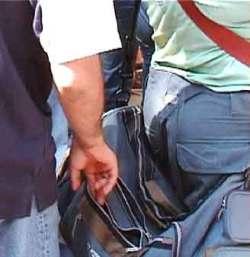 Pickpocket opens bag; pickpocket statistics