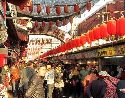 Beijing street food: Wangfujing snack street
