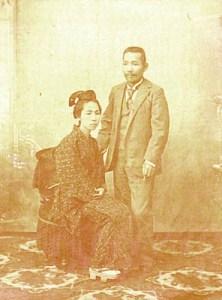 ロシアへ移民当時の創業者と妻テル
