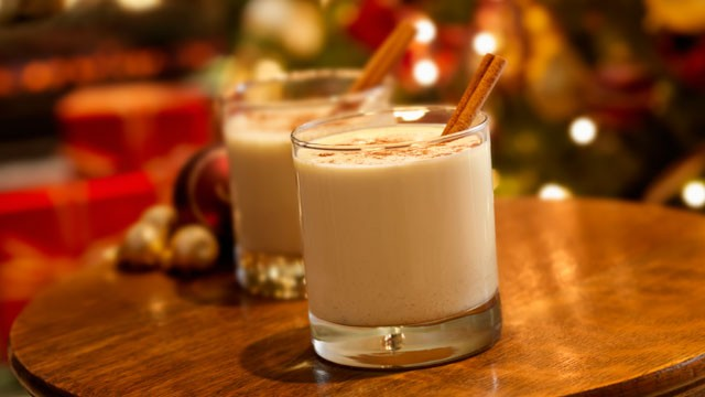 eggnog-holiday-drink-with-ground-nutmed-and-cinnamon-stick