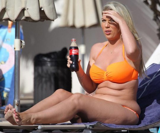 Frankie-Essex-enjoying-cola-before-weight-loss