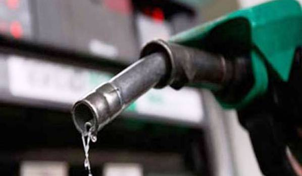 PM Nawaz reduced Rs 5 per liter reduction in petrol price