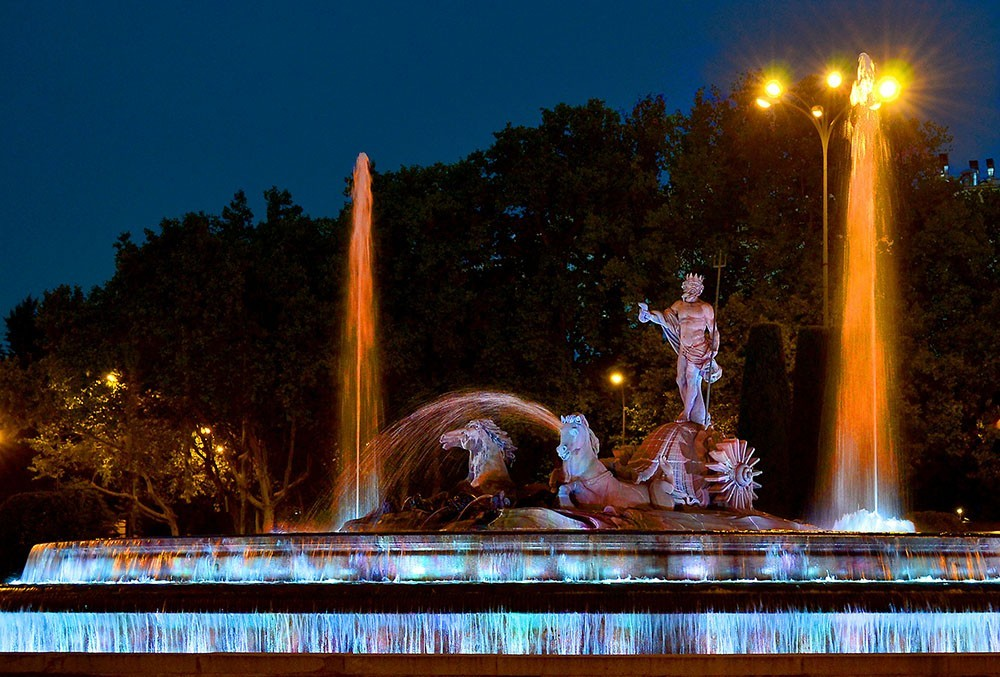 Statue of Neptune at night in Madrid