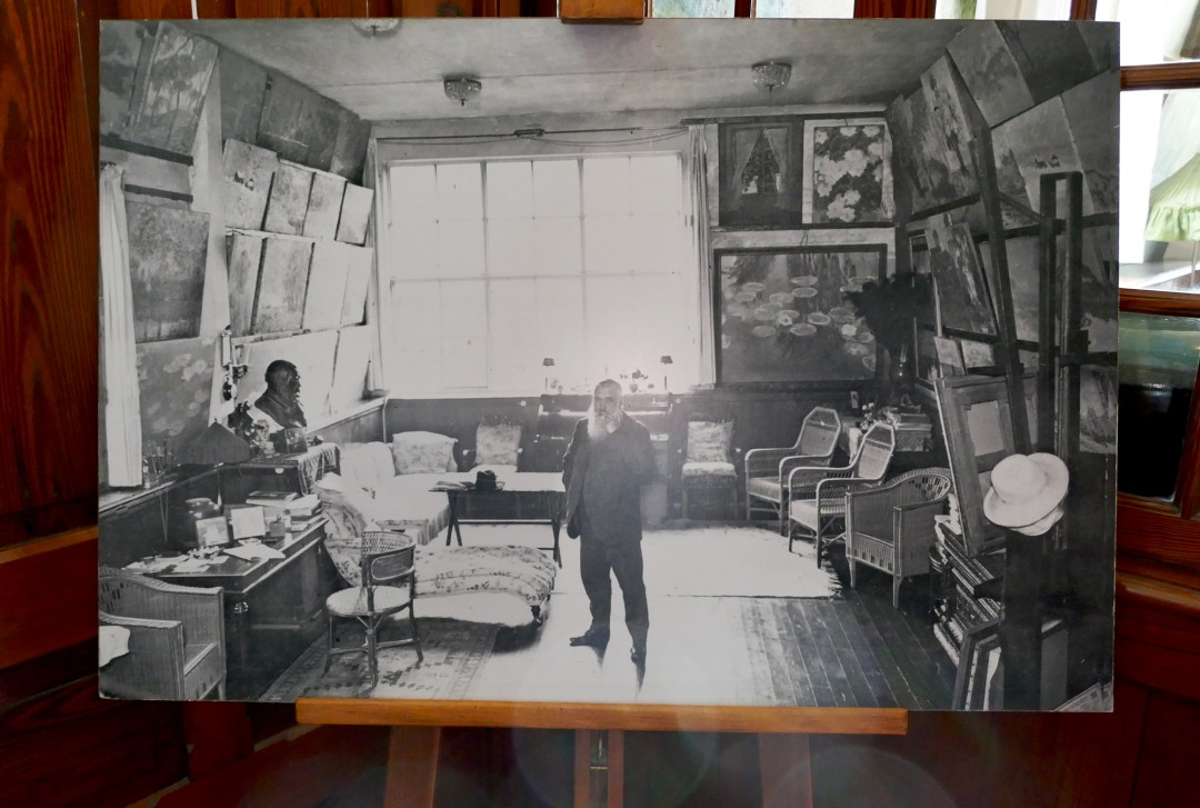 Photo of Monet in his living room