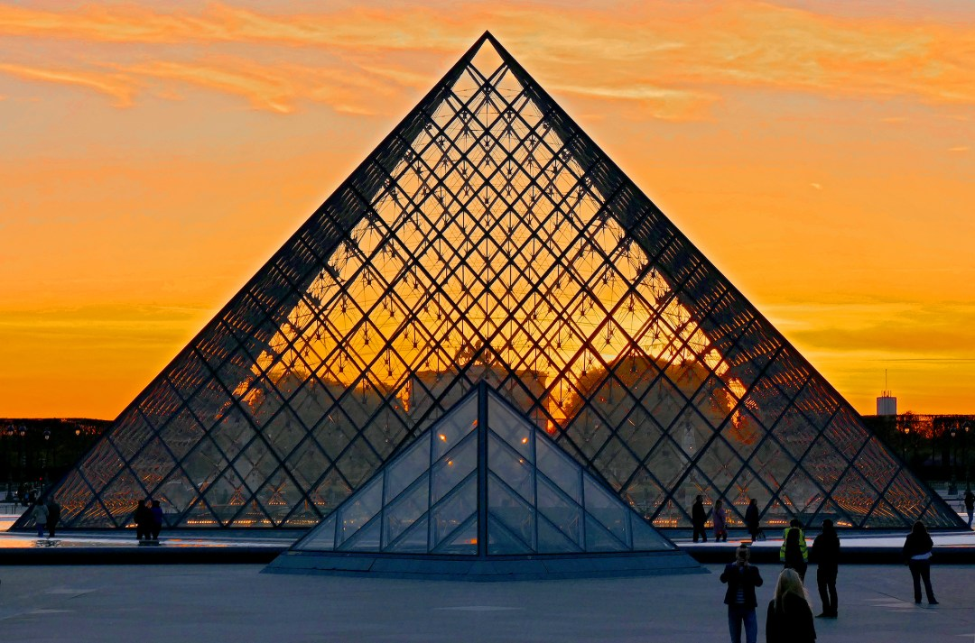 Paris sunset at the Louve pyramid