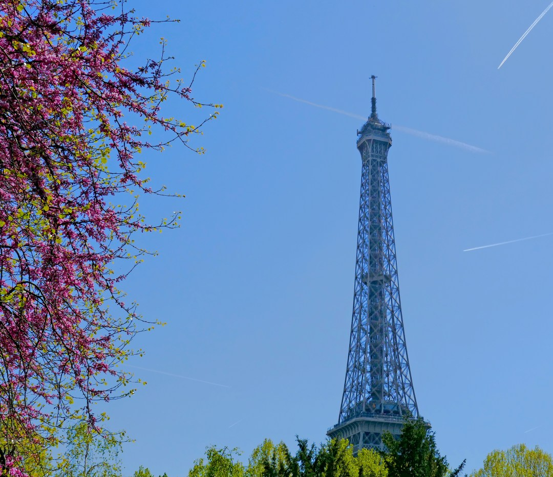 Paris sightseeing tour at the Eiffel Tower on boomervoice.ca