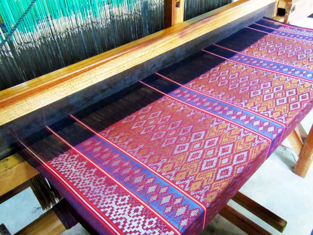 Silk loom in North Sulawesi for boomervoice