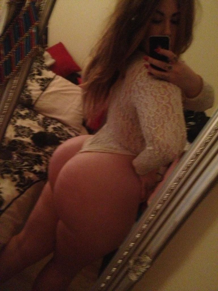 whooty booty selfies