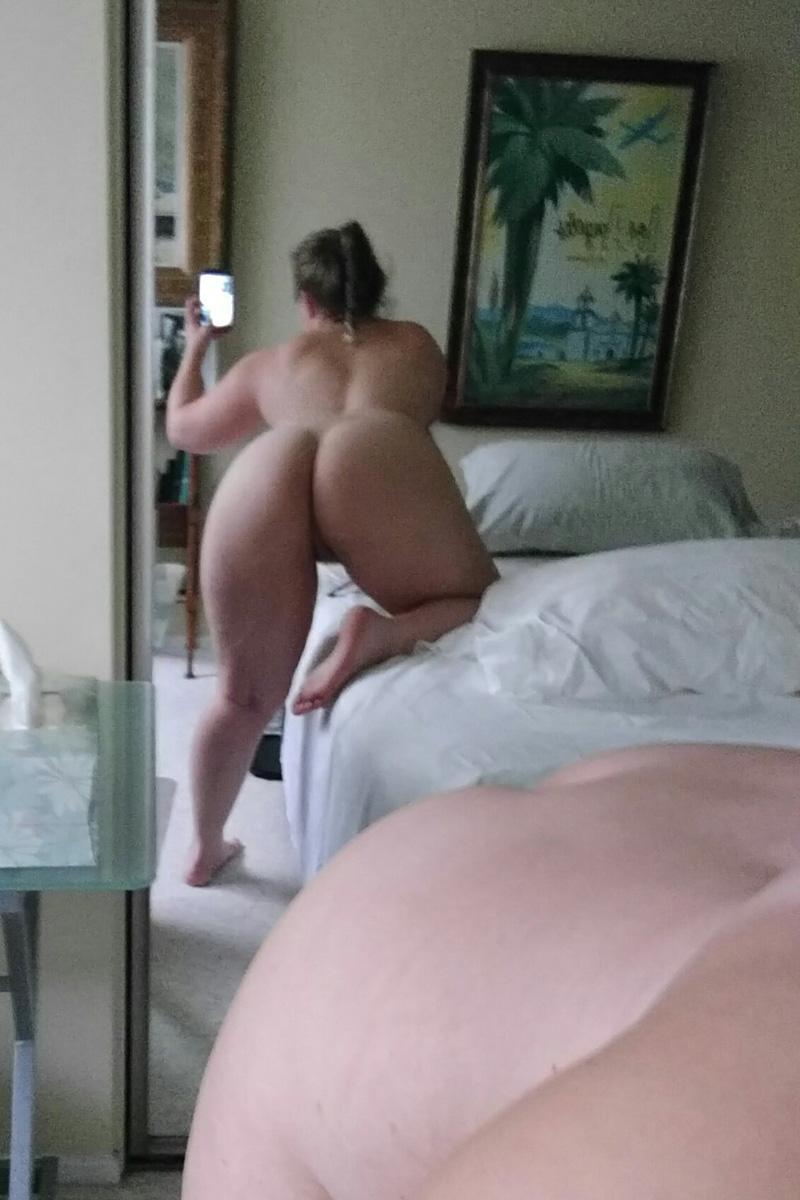 thick white girl selfie