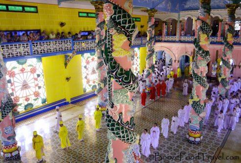 cao-dai-temple-procession