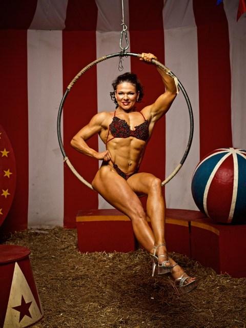 Светлана Пугачёва и Михаил Дьяконов известные и титулованные фитнес спортсмены. И когда они попросили сделать фотосессию, я подумал, что фитнес фотосессия для них должна быть оригинальной, а не просто показать мысшцы. Вот и стилизовал фотосессию как цирковое выступление. Share the post